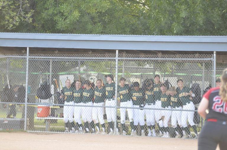 girls thunderbolt softball